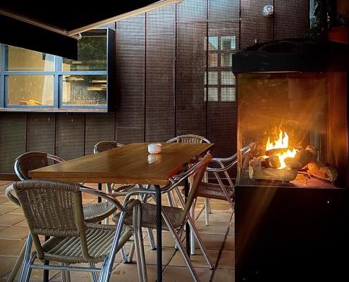 mesa terraza con calefacción